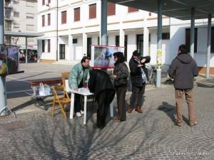 3.3.07 raccolta firme piazza Marghera 2