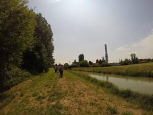 Continua la passeggiata lungo l'argine fino quasi alla villa Barbarich.