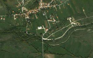 fig. 4 – Gli aspetti del fiume a confronto in una foto aerea del ponte in località Villa Scontrone, in cui sono iniziati i lavori di regimentazione idraulica.