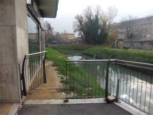 Cancelletto aperto sulla sinistra fiume del Marzenego