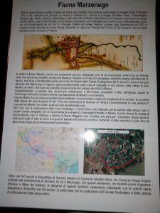 Il Cartello collocato dal Lions Club all'inizio del canale Osellino sulla sinistra canale all'inizio di Riviera Marco Polo