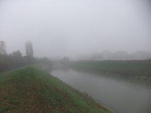 Il Marzenego dall'argine sinistro, poco prima della linea ferroviaria Venezia/Trieste.